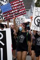 États-Unis, 2020 - manifestants avec des signes photo