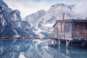 Lago di Braies Pragser Wildsee Tyrol du Sud en Italie photo