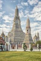 temple wat arun à bangkok en thaïlande photo