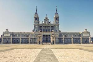 Cathédrale de l'almudena à madrid espagne photo