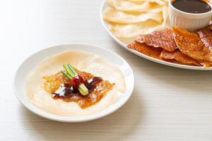 canard laqué - style de cuisine chinoise photo