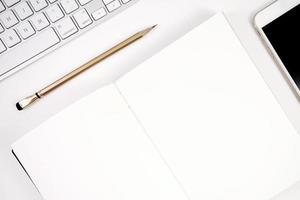 carnet de croquis crayon téléphone et clavier fond d'écran photo