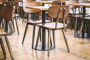 dessus de table vide dans un café ou un restaurant photo