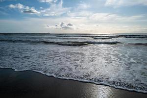 une vue sur la côte de viareggio photo