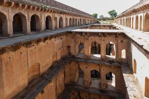 Bien marcher à Bawdi, près du fort de Neemrana, Rajasthan, Inde photo