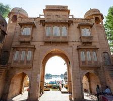 Porte du lac Gadisar à Jasailmer, Rajasthan, Inde photo