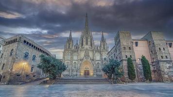 cathédrale de barcelone le soir espagne photo