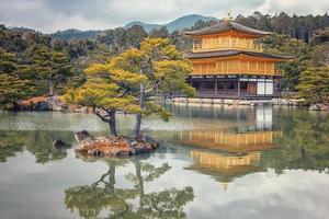 kyoto, japon 2019- temple kinkaku-ji doré à kyoto photo