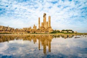 Temple d'Hercule sur la citadelle d'Amman en Jordanie photo