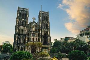 Cathédrale Saint-Joseph sur la rue de l'église nha chung à hanoi vietnam photo