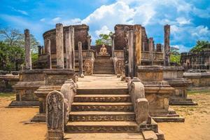 Quadrangle sacré à la ville antique de polonnaruwa au sri lanka photo