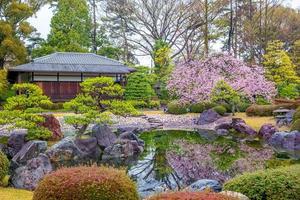 Jardin ninomaru dans le château de nijo à kyoto au japon photo