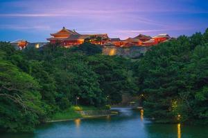 Le château de shuri est un ryukyuan gusuku à shuri à okinawa au japon photo