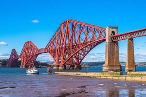Pont sur l'estuaire de l'avant à Édimbourg, en Écosse photo
