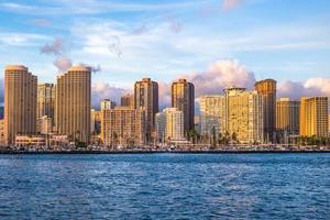 paysage urbain d'honolulu sur l'île d'oahu, hawaii, états-unis photo