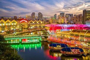 Clarke Quay à Singapour la nuit photo