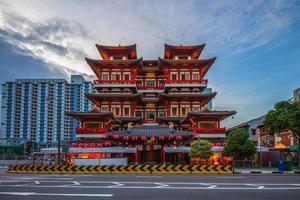 Temple de la dent de bouddha dans le quartier chinois de singapour photo