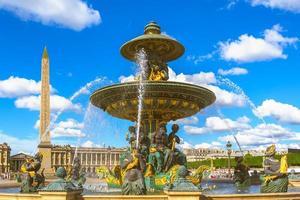 Fontaines de la concorde et obélisque de Louxor à la place de la concorde, Paris, France photo