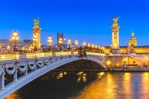 Pont alexandre 3 sur la seine à paris, france photo