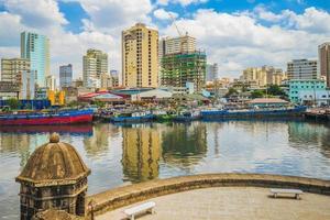 Vue de Manille par la rivière Pasig du fort de santiago aux philippines photo