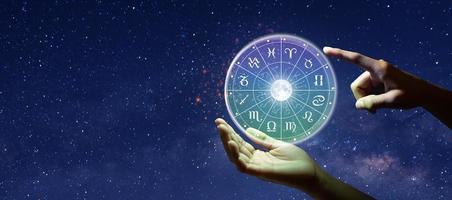 signes du zodiaque astrologiques à l'intérieur du cercle horoscope photo