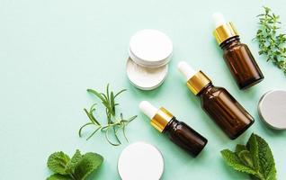 huile aromatique aux herbes photo
