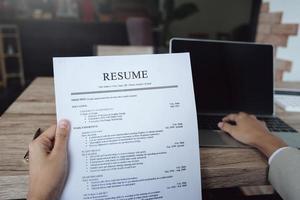 RH audit CV papier candidat pour entretien photo