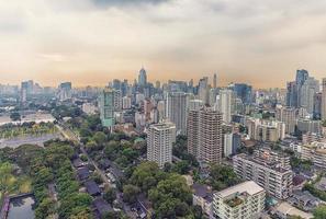 panorama de la ville de bangkok le soir photo