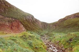 ruisseau dans les Highlands écossais photo
