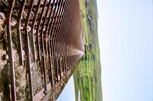 barrage du ruisseau pendant la journée photo
