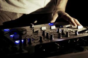 mixage dj sur la platine photo