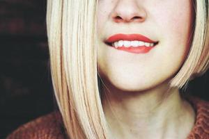 gros plan d'une femme blonde sensuelle photo
