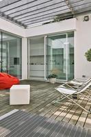 photo extérieure d'une terrasse moderne
