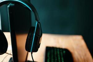 casque de jeu sur moniteur en studio streamer photo