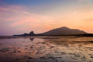 plage boueuse mer coucher de soleil soirée thaïlande phuket photo