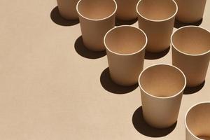 tasses avec copie espace grand angle photo