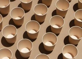 arrangement de tasses avec angle élevé photo