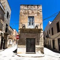 vieux bâtiment et rues photo