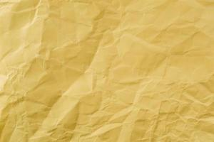 papier jaune froissé à la texture douce. fond simple. photo
