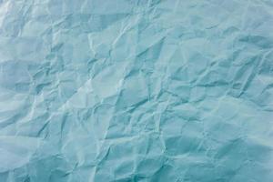 papier bleu froissé à la texture douce. fond simple. photo
