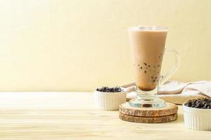thé au lait de taïwan avec des bulles photo