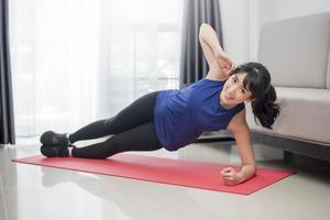 femme, faire, yoga, chez soi photo