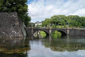 pont près du palais des empereurs à tokyo photo