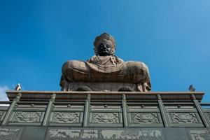 statue dans un temple à kaohsiung photo