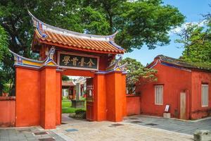 la porte du temple confucéen de taiwan à tainan photo