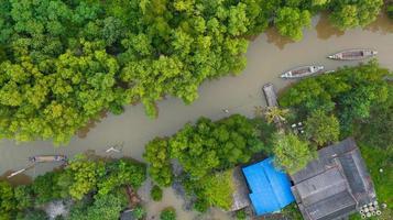 bateau de pêcheur vue aérienne dans la campagne thaïlande photo