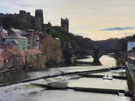 Château de Durham, cathédrale et pont de Framwellgate sur la rivière Wear, Royaume-Uni photo