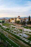vestiges de l'agora romaine et paysage urbain d'Athènes, Grèce photo