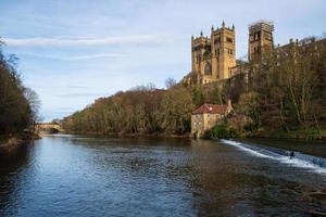 Château de Durham , cathédrale et pont de Framwellgate sur la rivière Wear, Royaume-Uni photo