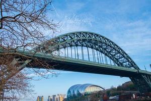 vue sur l'emblématique pont de Tyne à Newcastle Quayside photo